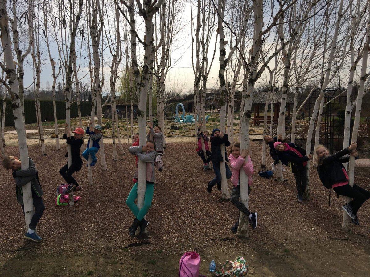 Klasa 2b w poszukiwaniu wiosny